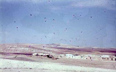 GDId00856; Dia; Tell bei Irbid (Arbela?), gelb-schwarzer Plastik-Diarahmen, Bestand von hölzernen Diakisten mit insgesamt rund 1.000 Kleinbilddias einer Palästina-Exkursion vermutlich der Universität Greifswald wohl in den 1960er Jahren