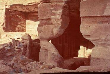 Dia [Petra] Gartengrab Blick v. Inneren [nach] NW.