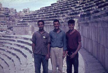 Dia Amman röm. Theater (3 jg. Araber)