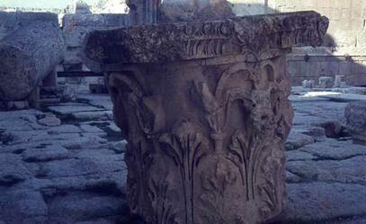 Dia Baalbek Kapitell vor Bacchus-Temp.