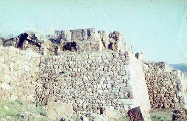 Dia Byblos alte Stadtmauer (s. ö. Reschef-T.) ?