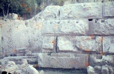 Dia Eschmun-Tempel [bei Sidon] Randschlg. (unechte Fugen)