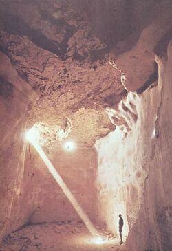 GDId01642; Dia; [Masada, es-sebbe] Zisterne, gelb-schwarzer Plastik-Diarahmen, Bestand von hölzernen Diakisten mit insgesamt rund 1.000 Kleinbilddias