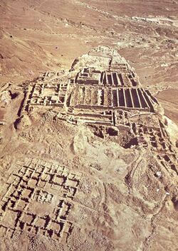 Dia [Masada, es-sebbe] von S. [nach] N. 2 Wohnhäuser [?]