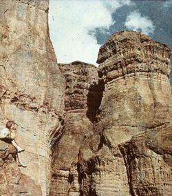 Dia [aus dem Buch: Sven Gillsäter u. a., Helgas Reise ins Heilige Land, 1965] Felsen in der Negeb-Wüste