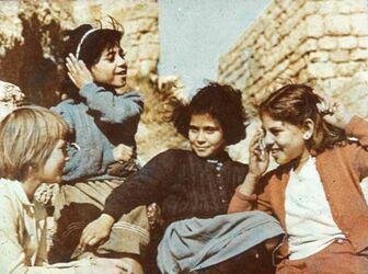 Dia [aus dem Buch: Sven Gillsäter u. a., Helgas Reise ins Heilige Land, 1965] Schulmädchen in Akka [Akko]