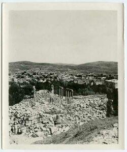 Fotografie Kirche gegenüber Propyläen [Gerasa]