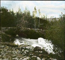 Glasplattendia Jordanbrücke nahe der Quelle