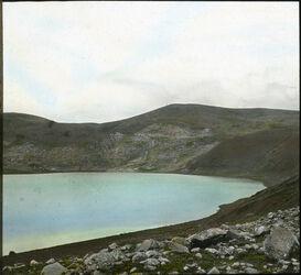 Glasplattendia Phiala-See, birket er-ram [birket ram]. Kratersee im Dscholan