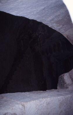 Dia Blick in die Zisterne der unterirdischen Wohnanlagen in Assan [Israel-Exkursion]