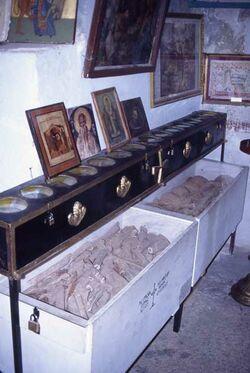 Dia Georgskloster, Märtyrerreliquien im Kloster [Wadi Kelt, Israel-Exkursion]