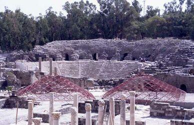 Dia Blick auf die Römische Stadt [wohl Bet Schean, Israel-Exkursion]