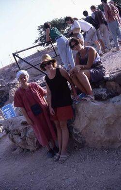 Dia Astrid, Kathrin und Babette in Hazor [Tell el-Kedah, Israel-Exkursion]