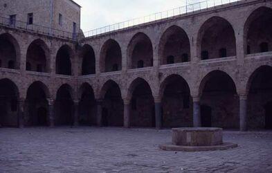 Dia Innenhof der Karawanserei Khan ei-Afrandschi [Akko, Israel-Exkursion]