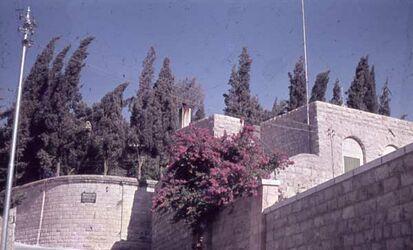 GDId00381; Dia; Eing. Z. Gordon-Grab [Jerusalem], schwarz-weißer Plastik-Diarahmen, Bestand von hölzernen Diakisten mit insgesamt rund 1.000 Kleinbilddias einer Palästina-Exkursion vermutlich der Universität Greifswald wohl in den 1960er Jahren