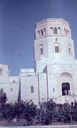 GDId00405; Dia; Arch. Museum [Jerusalem], gelb-schwarzer Plastik-Diarahmen, Bestand von hölzernen Diakisten mit insgesamt rund 1.000 Kleinbilddias einer Palästina-Exkursion vermutlich der Universität Greifswald wohl in den 1960er Jahren