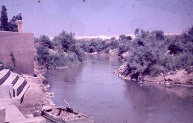 GDId00644; Dia; Jordan Taufstelle, gelb-schwarzer Plastik-Diarahmen, Bestand von hölzernen Diakisten mit insgesamt rund 1.000 Kleinbilddias einer Palästina-Exkursion vermutlich der Universität Greifswald wohl in den 1960er Jahren