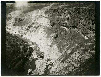Fotografie Das Jarmuktal unterhalb am el hammi bei jukes