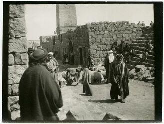 GDIp03816; Fotografie; In der'a an d. Moschee [dera], in Bestand von rund 5.000 nach Themen und Orten sortierten Kleinbildabzügen