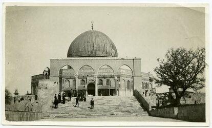 Fotografie sadera v S. [Tempelberg, Jerusalem]