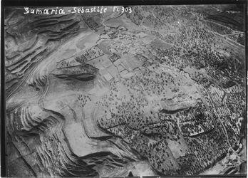 Fotografie Samaria - Sebastije [Sebastie] Samarien zur zl. [wohl selben] Zeit wie das andere Bild, also 11/1 18 UBR W bietet im N mehr als das andere, weniger im Süden r. unten Westtos