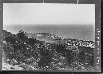 Fotografie Blick v. Karmel auf Haifa Deutsche Kolonie u. westl. südl. v. Haifa gr. Bau im Vordegrund wohl mgl. Hospital UBR SO
