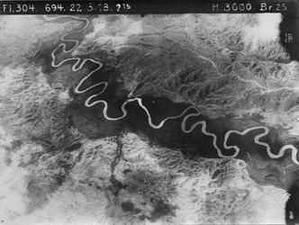 Fotografie [wohl el-Mendesse (Jordanfurt)] von mell. Mündung [wohl El-mellaha] nördl. II Mündung links oben unten 22 unmittelbar nördl. v. w. el-mellaha of. El-mendesse-Bild Anschluss an Fl. 303, Nr. 1107 [GDIp00939]