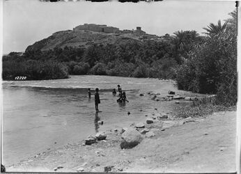 Fotografie el Abidije [El-abedije] C. Wasserseite v.O. Aufnahme von der Stelle mit Weg am Fluss auf dem Jordanbild
