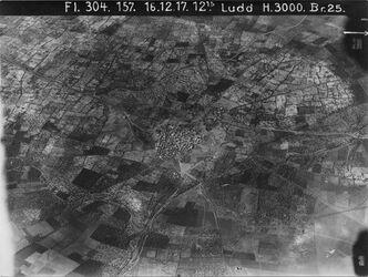 Fotografie Ludd [Lod (Stadt)] Bahn Jerus-Jaffa [Tel Aviv] v.l.n.r. oben Strasse v. erramle [Ramla] von links Bahn nach Norde [?] zweigt nach r. ab Verbindung nach el kantara [?] fehlt