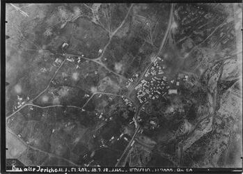 Fotografie Das alte Jericho unten in d. Mitte Strasse n. Jerusalem r. wadi el-kelt [Wadi Kelt] oben Str. z. Jordan(b)senke [?] l. Weg zu ch essultan [En duk] vgl. Fl. 304, Nr. 724 (1029) [GDIp00873] Flbuch Nr. 70 UBR SW Neujericho
