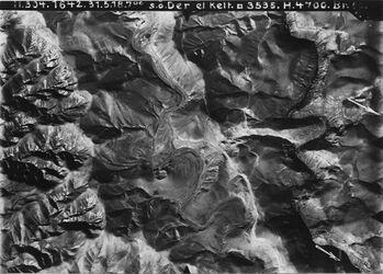 Fotografie s.ö. Der el Kelt [Choziba (Kloster im Wadi kelt)] Anschluss an VI 9 Nr. 894 [GDIp00141] Jerichostrasse n.w. med bah[k]aijad südl. v. Der el Kelt Abzweigung von Wegen ins w. Kelt l. unten r. Der el-Kelt Aufg. e.[c] l