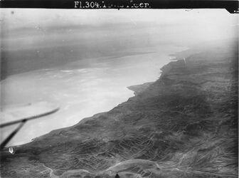 GDIp00852; Fotografie; Totes Meer v. NW versu [?] wohl w.en-nar [Wadi en-Nar], aus Bestand von gut 1.300