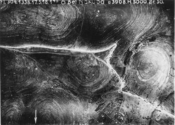 Fotografie ö. Bet Nakuba r.w. ekbala unten bet nakabu in der Mitte Rebara [?] Anschluss an 746 [GDIp00160] u. 749 [GDIp00157] r. Abstieg zum Pass Kastal Beth Nak III