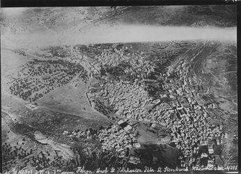 Fotografie Hebron oben Strasse nach Jerusalem nach l. oben Strasse nach Laffuts [?] ganz Hebron darunter Str. nach Beersaba [Beer Sheva] r. haram UBR SO m.hara el-akbeibi [?]