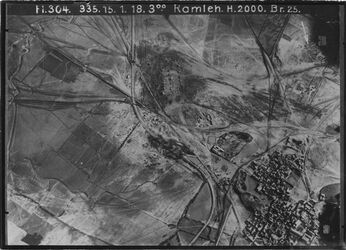 Fotografie Ramleh [Ramla] UBR N vgl. 304 Nr.6/3 (Nr.184) [GDIp00798] erramle mit Bahnhof in d. Mitte des Bildes Strasse u Bahn Jerus-Jaffa