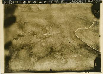 Fotografie Der El Kaddis [Deir Qaddis] der el-kaddis darunter garde r. Anschl. an 563 [GDIp00539?] Mitte linker Pfeil falsch