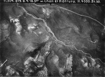 Fotografie w. Chan el Hatrura [Chan Hatrur] in d. Mitte w. es-sidr oben Jerichostr. zw. w. es-sikke [wadi es-sikke] u. w. es-sidr [wadi es-sidr] Teil von VI 5 mit mehr Gelände im N