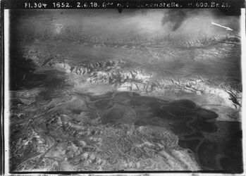 Fotografie Brückenstelle [?, Jordan] von [?] eschschert [esch-schert] links w. el-mellaha [El-mellaha] u. Seitenzweig [?] auf Ostseite Tal oben Nam [?] zw. W. elabjad (s.) v. w. ischkarara (n) [?]