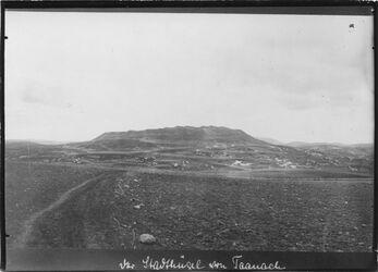 Fotografie der Stadthügel von Taanach Tell taannak v. NW?