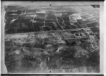 Fotografie Rischon [wohl Rischon LeZion] schliest 3 [r?] l. an No.2260 [GDIp00815] Weg n. Rischon= Mittlerer Weg v.l. auf Nr. 2260 Höhn 1000m