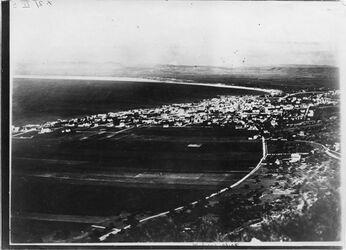 Fotografie Haifa v. Karmel vgl. Nr.1347 [GDIp00663] dschibil dedebe [?], dsch. ruran, Nazareth [?] im Hintergrund
