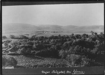 Fotografie Unser Flugplatz bei Djenin [Jenin] Berge bei sibe [sile?] Garten s. auf Flughäfen? Blick nach W