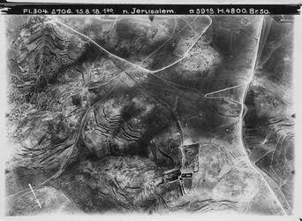 Fotografie n. Jerusalem oben l. Hebr. Universität Mitte l. el-esawijc [el-sawija] unten ras abu halawi r. Mitte ras el-mesarif (Scopus)