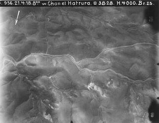 Fotografie w. Chan el Hatrura [Chan Hatrur] Strassen in der Wüste Bild umgekehrt drehen was oben, unten !