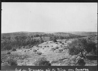 Fotografie Blick von Zammarin auf die Küste von Cesarea [Cäsarea] r. an der Küste vielleicht Insel geziret el-hamam Cul ruria nicht erkennbar letzter sichtbarer Berg el-huim [?]