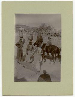 Fotografie Wassertragende Frauen Nazaret [Nazareth].