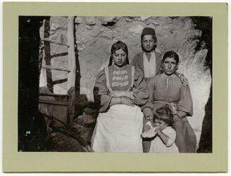 Fotografie Lehrerfamilie in Ehosn [Elhosn, aglun, adschlun, adjlun]