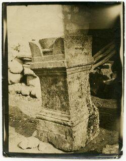 Fotografie Grab Altar in geras [dscherasch, djerasch, Gerasa], PJB [Palästinajahrbuch] 1909, S. 24 [findet sich nicht so im PJB 1909, daher wohl Jahresangabe 1911 korrekt]