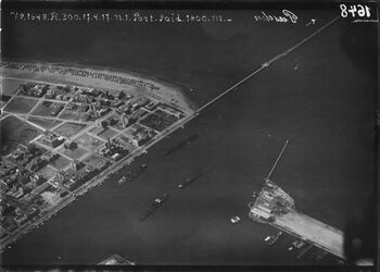Fotografie Port-Said [Port Said] Einfahrt des Suez-Kanals [Suez-Kanal] mit Lesseportentkanal