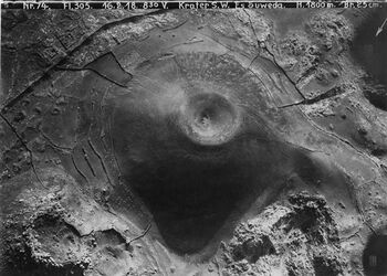 Fotografie Krater S. W. Es Suweda [es-suweda] Krater im Hauran [Hauran (Bergregion)] Nr.65 wohl tell el hadid [Tell el-hadid; As-Suwayda] sw v. suweda [Es-suweda] v. NW